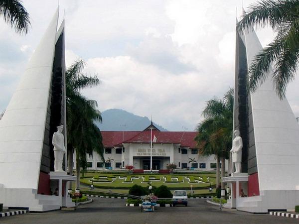 Kampus IPDN di Desa Cibeusi (foto: sindonews.com)