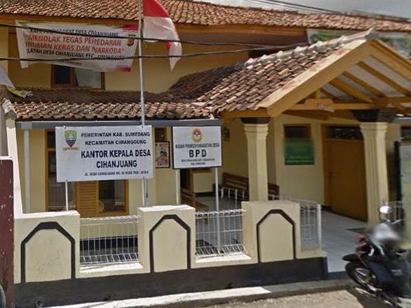 Kantor Desa Cihanjuang (foto: Google Street View)