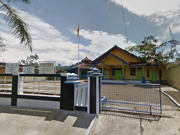 Kantor Desa Cikahuripan (foto: Google Street View)