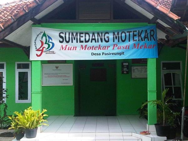 Kantor Desa Pasireungit (foto: Desa Pasireungit)
