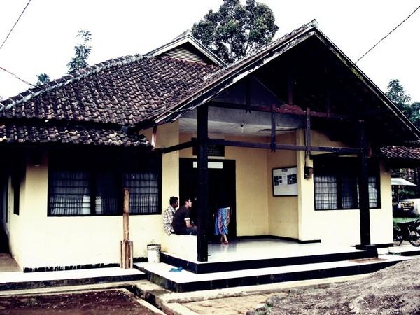 Kantor Desa Wargaluyu (foto oleh KKNM Unpad 2011)
