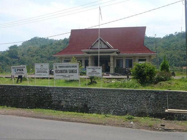Kantor Kacamatan Ganeas