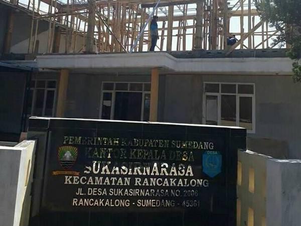 Kantor desa dalam proses pembangunan (foto: facebook Doni Doni)