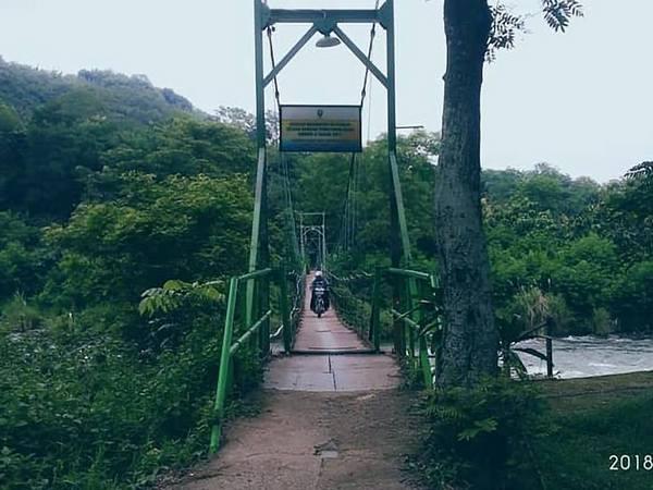 Jembatan gantung Karedok (facebook Asep Sofian)
