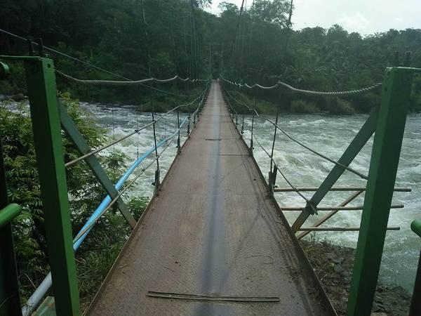 Jembatan gantung Karedok (foro: facebook Suhar)