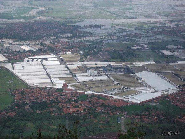Kawasan industri (foto: Panoramio Jang Yudi)