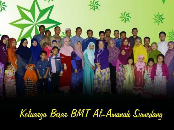 Keluarga besar BMT Al-Amanah Sumedang (foto: facebook BMT Al-Amanah Sumedang)