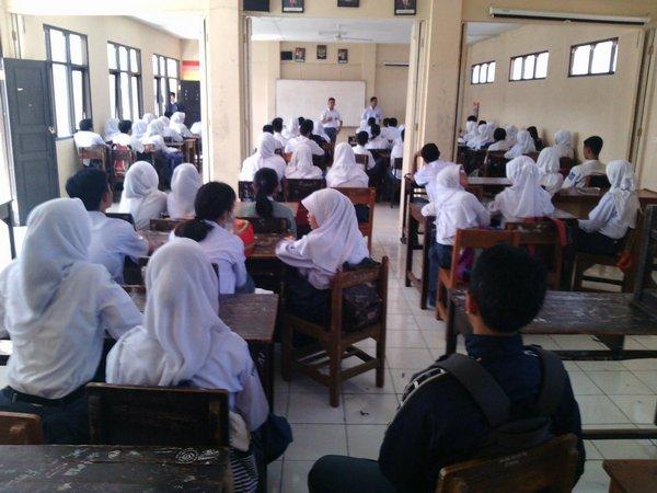 Salah satu kegiatan siswa (foto: twitter)