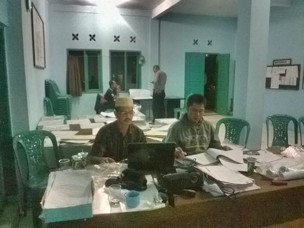 Salah satu kegiatan di Kantor Desa Cilayung (foto: facebook Desa Cilayung)