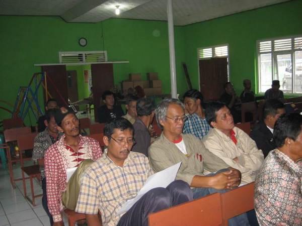 Kegiatan di Balai Desa (foto: KKNM Unpad)