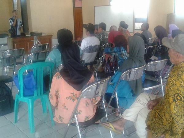 Kegiatan di Balai Desa Buahdua (foto: facebook Soni Suherman)