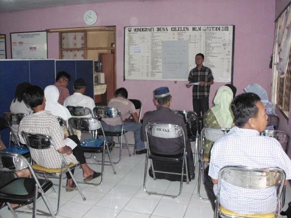 Kegiatan di Balai Desa Cileles (foto: facebook Pemerintah Desa Cileles)