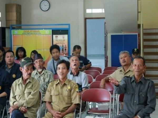 Kegiatan di Balai Desa Cibeureum Kulon (foto: KKNM Unpad)