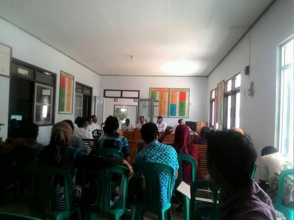Kegiatan di Balai Desa Surian (foto: facebook Desa Surian)