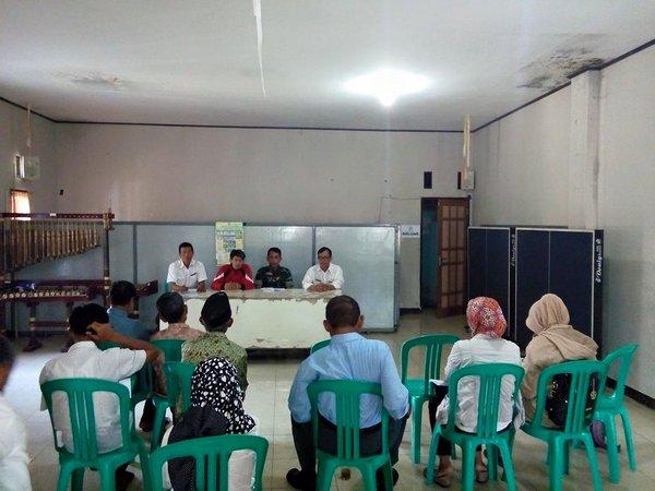 Suasana kegiatan di Balai Desa (foto: facebook Situraja Utara)