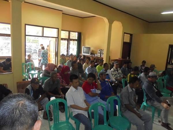 Kegiatan di Balai Desa Kadujaya (foto: facebook Desa Kadujaya)