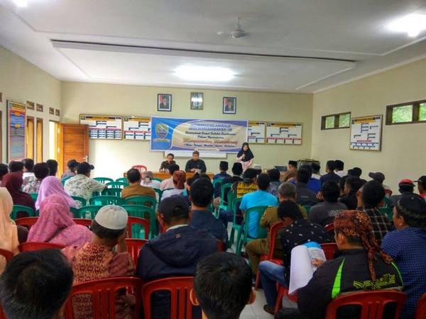Kegiatan di Balai Desa Margamekar (foto: facebook Dadan Nugraha Al-lemuria)