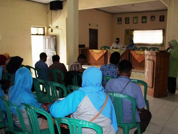 Kegiatan di Balai Desa (foto: facebook Asep Gagak Lumayung)