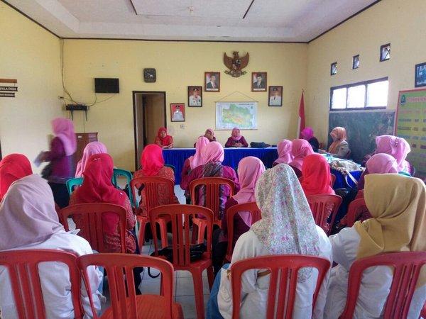 Kegiatan di Desa Sukapura (gambar: Blog KKNM Unpad)