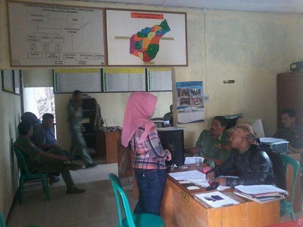 Salah satu kegiatan di kantor desa (foto: Desa Cimanggung)