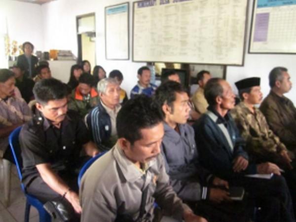 Kegiatan di kantor Desa Sukajadi (foto: KKNM Unpad Sukajadi)