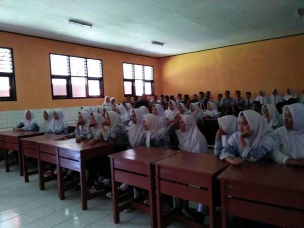 Kegiatan di kelas (foto: facebook Villa Bambu)