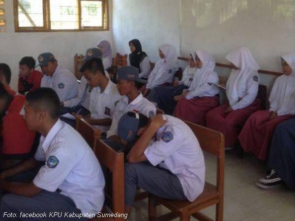 Kegiatan di kelas SMK Multiguna Darmaraja