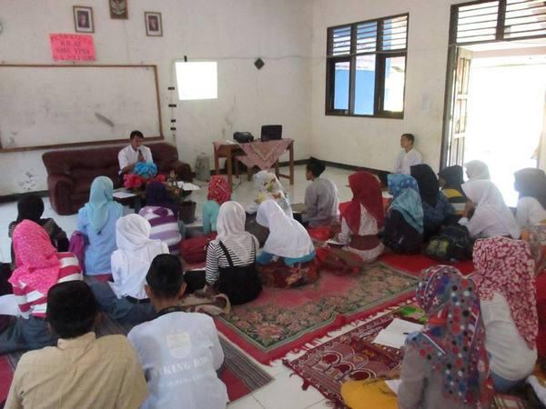 Salah satu kegiatan siswa (foto: facebook SKM YPIB Jatinunggal)
