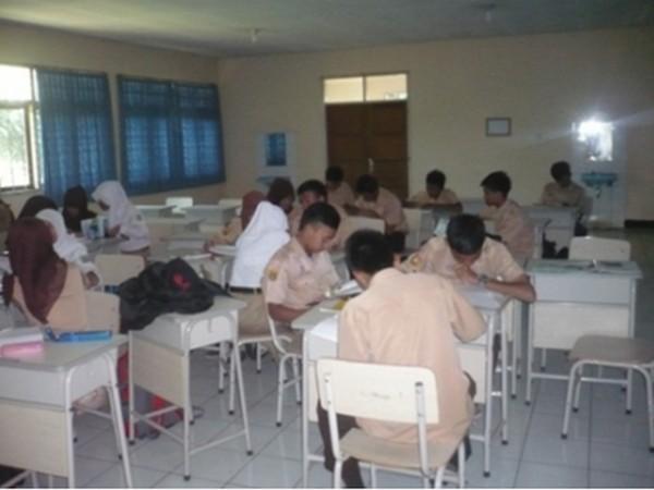 Kegiatan belajar mengajar (foto: Spny Suhandono)