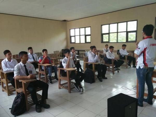Kegiatan di kelas SMK Bhakti Nusantara Sumedang