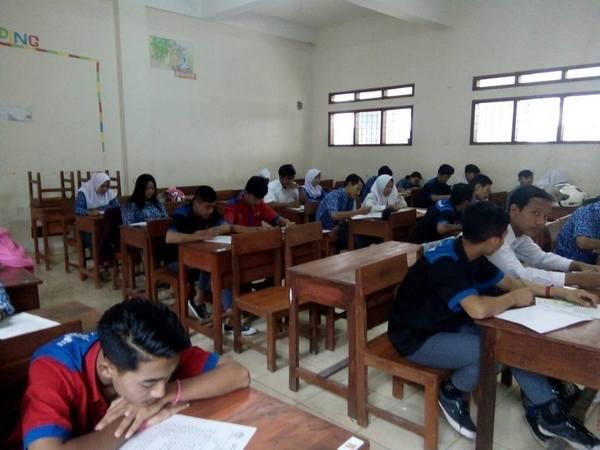 Kegiatan di kelas SMK Pasundan Jatinangor