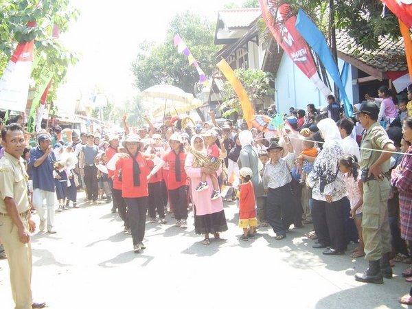 Kegiatan kemasyarakatan (foto: facebook Desa Palasari)