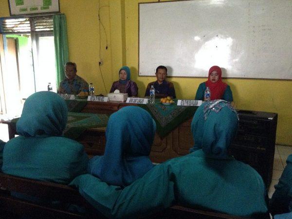 Kegiatan rapat di desa (foto: KKNM Unpad)