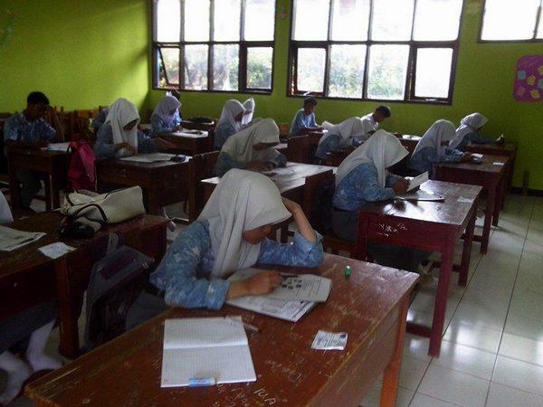 Kegiatan di kelas (foto: facebook Dadi Sudrajat)