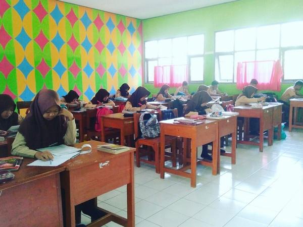 Kegiatan di kelas (foto: g+ Meisye Romantika)