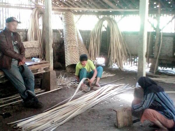 Kerajinan anyaman bambu (foto: internet)