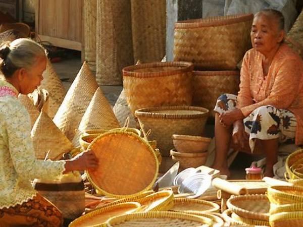 Kerajinan dari bambu (foto: KKNM Unpad)