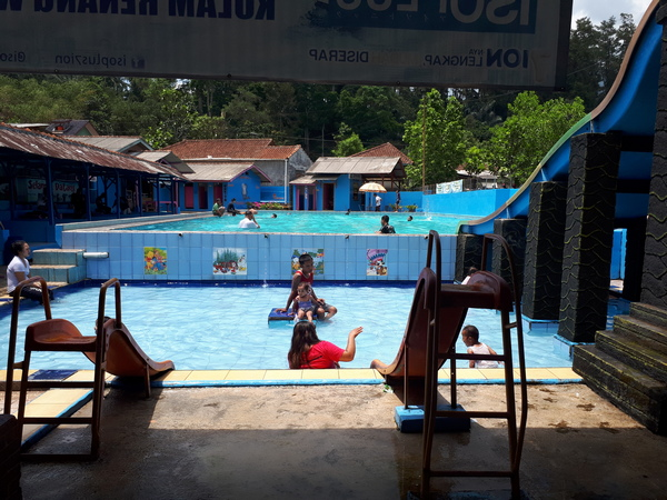 Kolam renang Wijaya Kusuma (foto: g+ Edwin Darmawan)