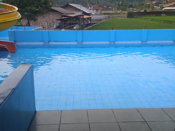 Kolam renang Wijaya Kusuma (foto: g+ Ridwan Hambali)