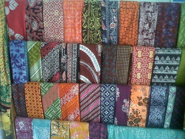 Salah satu koleksi batik Nafira Collection