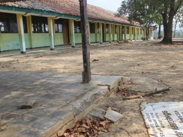 Kondisi SD Negeri Jemah menjelang penggenangan bendungan Jatigede