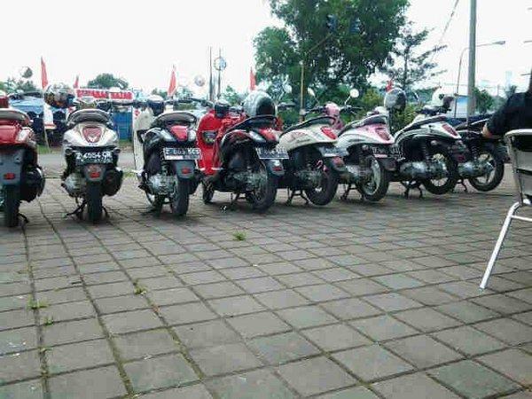 Deretan sepeda motor Scoopy (foto: twitter @scoopysumedang)
