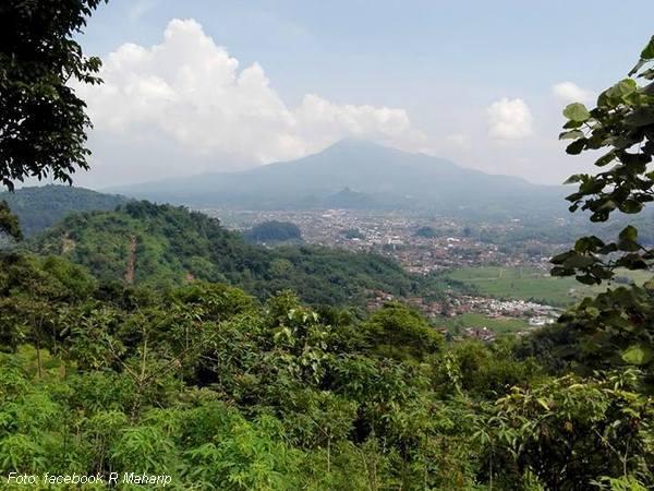 Kota Sumedang dari benteng Darmaga