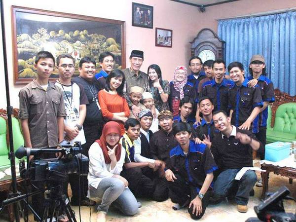 Kru ParTV berfoto bareng Bupati Sumedang (Alm) H. Endang Sukandar