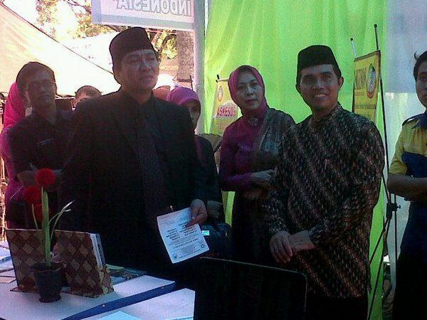 Kunjungan Bupati ke stand BMT Assalam (foto: KJKS BTM Assalam)