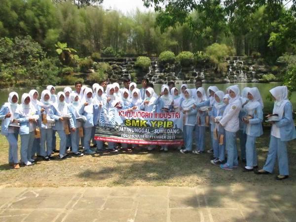 Kunjungan industri  (foto: facebook SKM YPIB Jatinunggal)