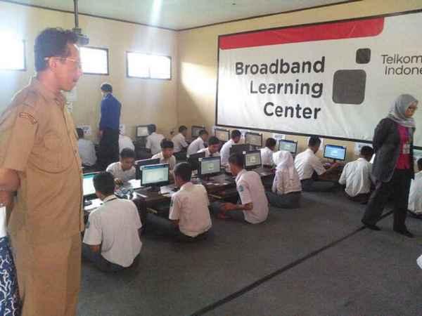Kegiatan di lab SMK Bhakti Nusantara Sumedang