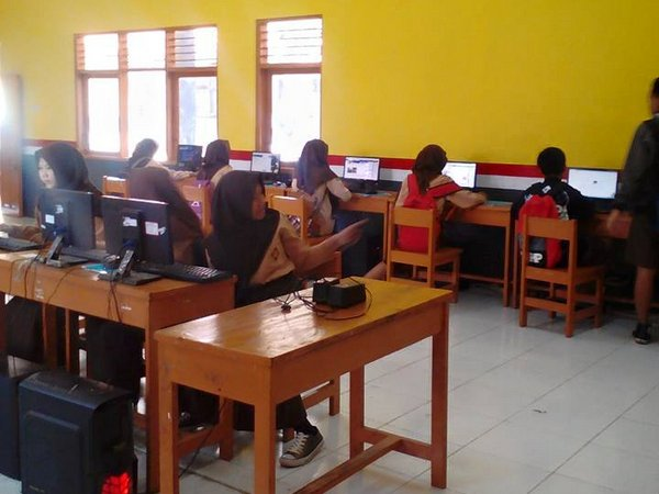 Kegiatan di Lab SMK YPGU Sumedang