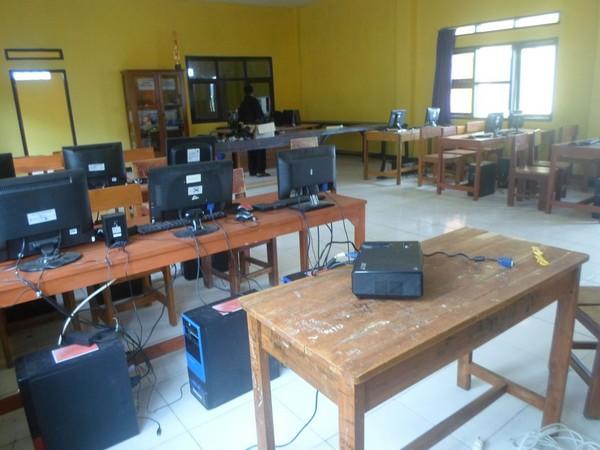Ruang laboratoirum komputer SMK Darul Fatwa