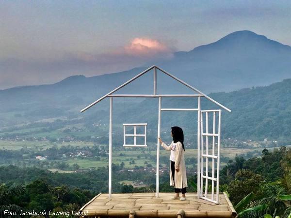Menara dari bambu dan Lawang Langit
